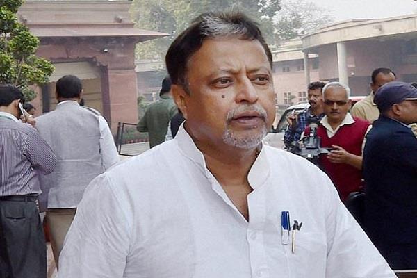 इस्तीफे के ऐलान के बाद मुकुल रॉय को किया TMC से निलंबित
