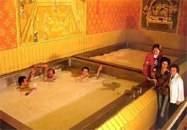 'Beer Swimming Pool' में लगाना चाहते हैं डूबकी तो जाएं इस देश