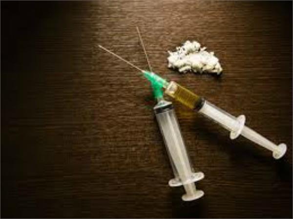 नशीले टीकों सहित 2 गिरफ्तार