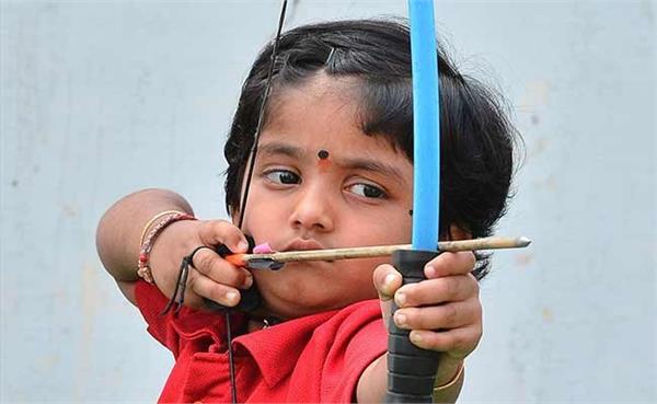 तीरंदाजी में 5 साल की बच्ची ने किया अद्भुत कारनामा, बना दिए दो बड़े रिकाॅर्ड