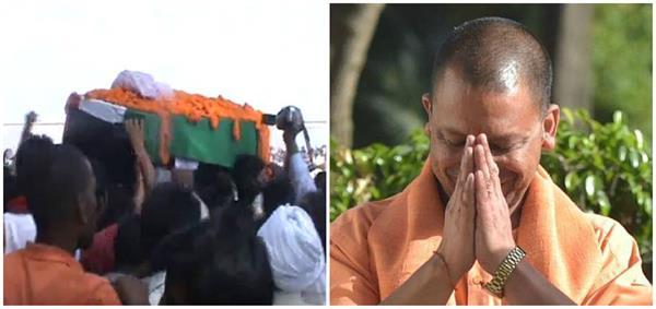 योगी ने SSB के शहीद जवान राम प्रवेश यादव को दी भावभीनी श्रद्धांजलि