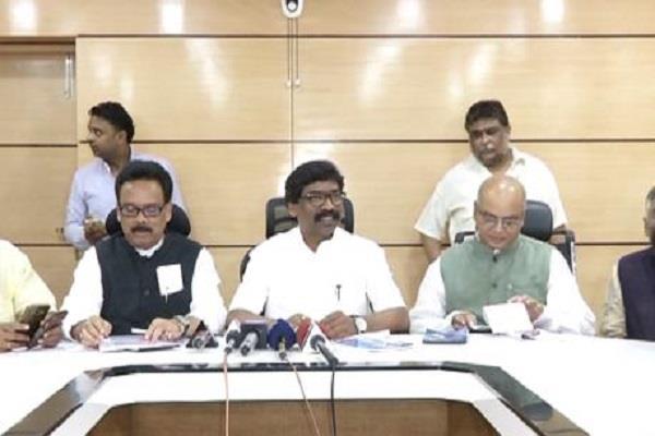 विपक्ष ने साधा CM रघुवर दास पर निशाना, कहा- सरकार ने झारखंड को 100 गुना पीछे ढकेल दिया