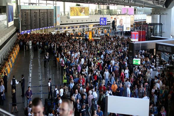 जर्मनी: एयरपोर्ट पर कैमिकल अटैक, कई लोग घायल