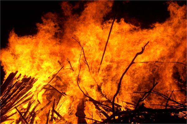 पहलगाम में सीआरपीएफ  शिविर में लगी आग