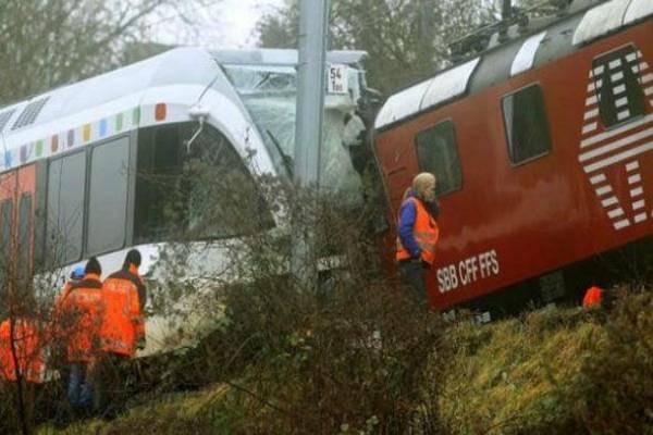 स्विट्जरलैंड में 2 ट्रेनों की टक्कर, 30 घायल