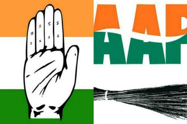 आप नेता चरनजीत हंस ने सैंकडों साथियों सहित झाड़ू छोड़कर कांग्रेस से हाथ मिलाया