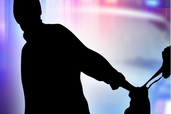 पर्स और एक्टिवा चोरी कर युवक फरार