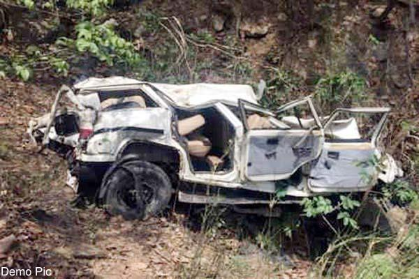 दर्दनाक हादसा : 100 मीटर खाई में गिरी बोलैरो, चालक की मौत