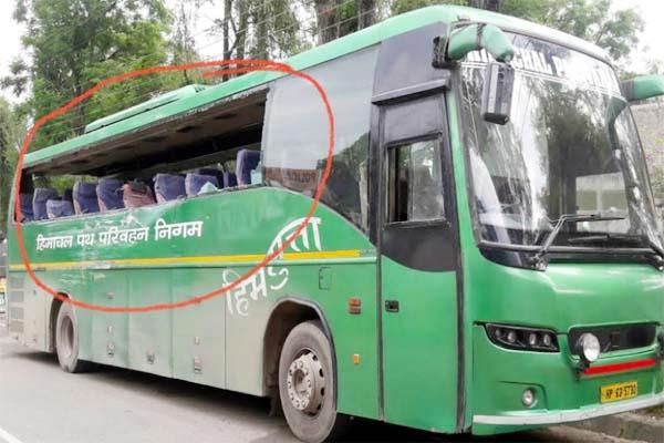 मनाली से दिल्ली जा रही वोल्वो बस के तोड़े शीशे, ट्रक चालक मौके से फरार