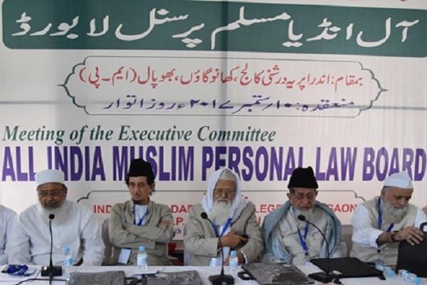 ट्रिपल तलाक मुद्दा: संविधान में मिली धार्मिक स्वतंत्रता का हनन नहीं होना चाहिए