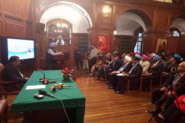 लंदन में CM अमरेंद्र ने सारागढ़ी जंग के शहीदों की याद में बुक की लॉन्च, छात्रों को गिनाए विकास कार्य