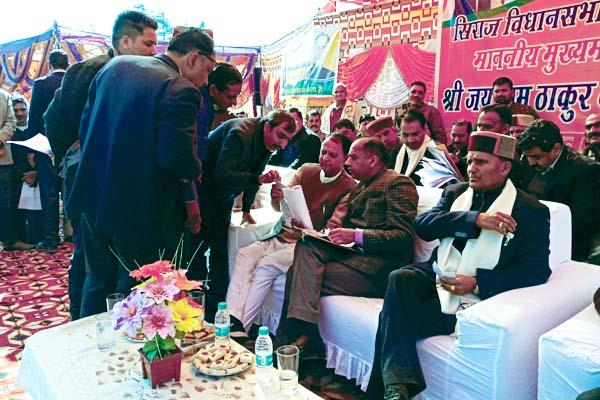 जब IPH मंत्री ने CM के सामने ही ले डाली अधिकारियों की क्लास