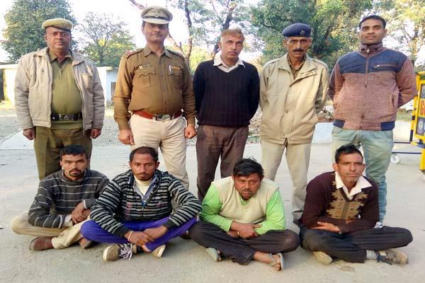 वन विभाग ने कसा शिकंजा, खैर के 15 मौछों सहित 4 गिरफ्तार, एक फरार