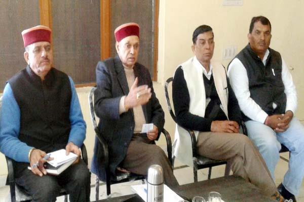 धूमल ने दिए निर्देश, कहा-मतदान केंद्रों पर मेहनत करें कार्यकर्ता