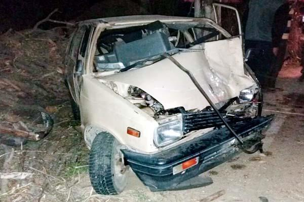 दर्दनाक हादसा : पेड़ से टकराई कार, 2 युवकों की मौत