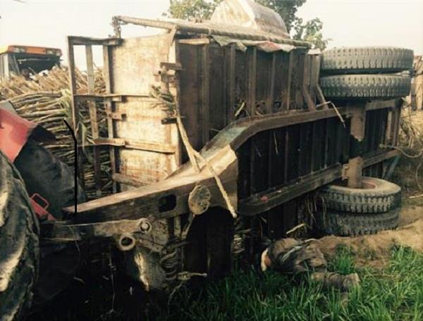 ट्रैक्टर-ट्राली पलटने से किसान की मौत