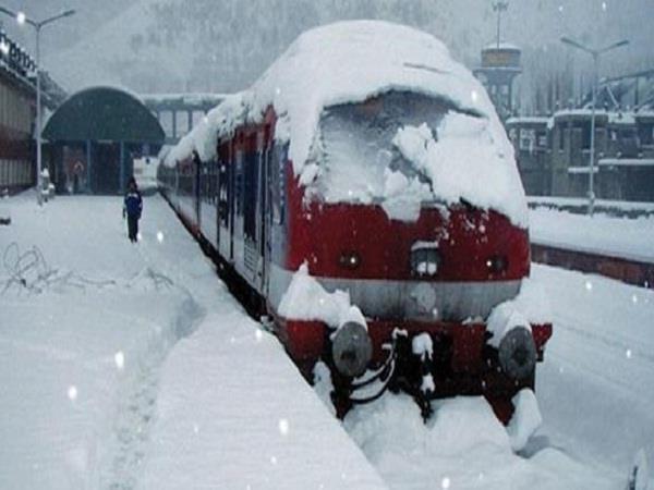 कश्मीर में रेल सेवा फिर बहाल