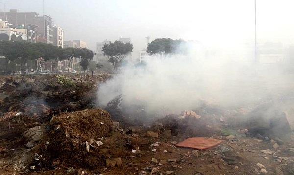 रणजीत एवेन्यू से हटाया कूड़े का ढेर, इलाका किया साफ