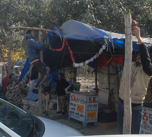 तहबाजारी ने ओल्ड GT रोड पर की बड़ी कार्रवाई, अवैध रेहडिय़ों, खोखों को हटाया