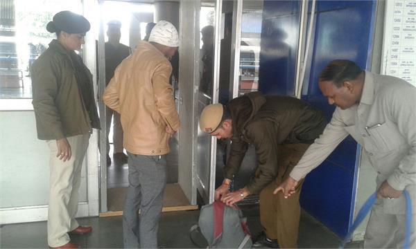 गणतंत्र दिवस : रेलवे स्टेशन पर बढ़ी चौकसी, कई माह से खराब मल्टीडिटैक्टर भी हुए ठीक