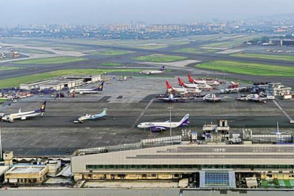अहमदाबाद एयरपोर्ट के रनवे पर घुसी गाय, नहीं हो पाई 2 विमानों की लैंडिंग