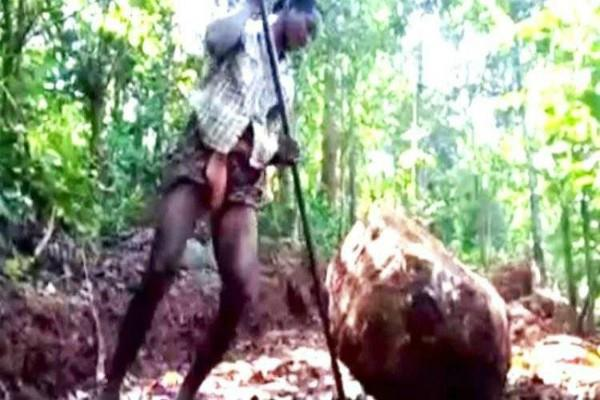ओडिशा का 'माऊंटेन मैन', बच्चों को स्कूल भेजने के लिए पहाड़ तोड़कर बनाई सड़क