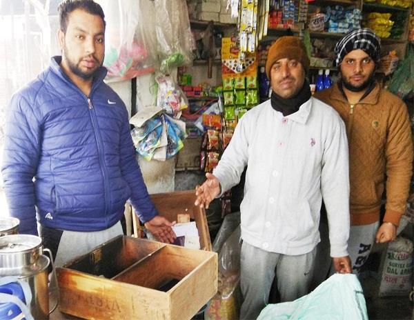 करियाने व खाद की दुकानों से नकदी चोरी