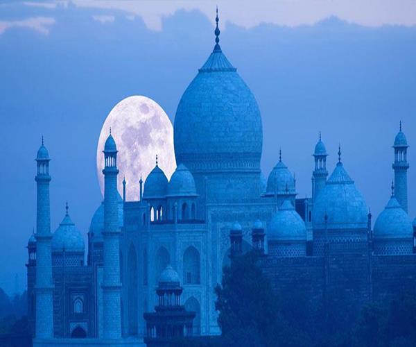 योगी सरकार के आते ही दुनिया के 7वें अजूबे की चमक हुई फीकी