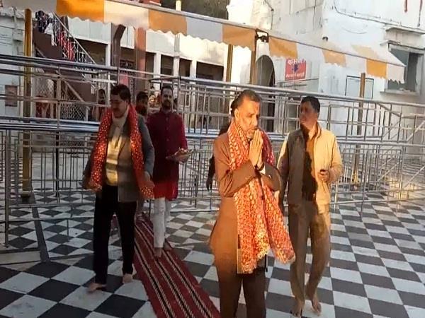 ज्वालामुखी मंदिर में जेआर कटवाल ने ज्वाला मां का आशीर्वाद लिया