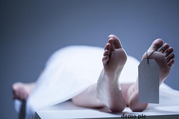 गन्ने की ट्रॉली के नीचे आने से महिला की मौत