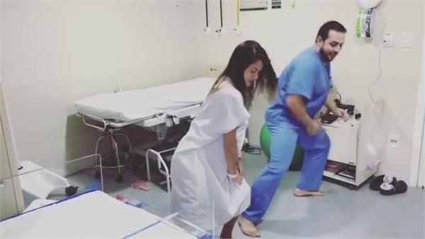 बच्चा पैदा करने के लिए महिलाओं का नचाता है ये डाक्टर (देखें वीडियो)