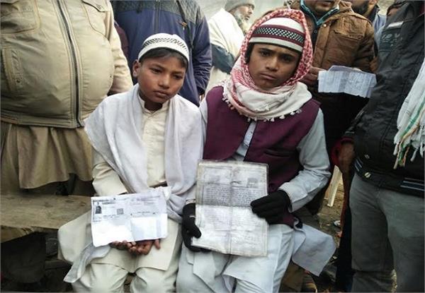 मदरसों के बच्चों का वेश धारण कर मांग रहे थे भीख, लोगों ने किया पुलिस के हवाले
