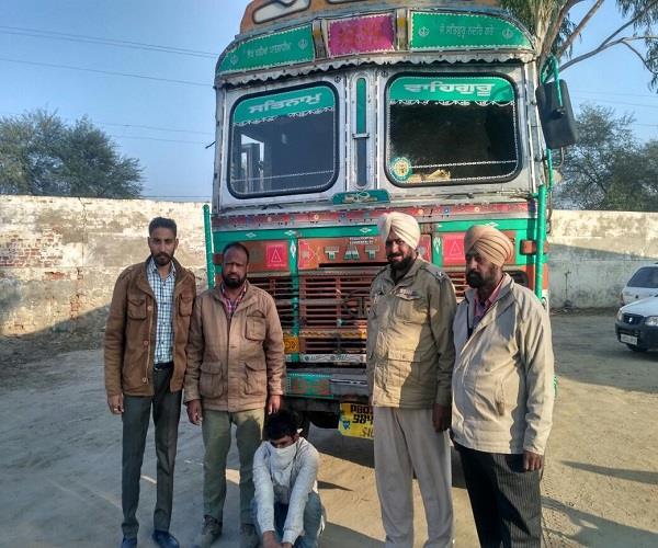 चोरी के ट्रक सहित व्यक्ति काबू