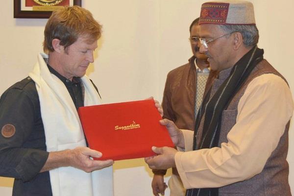दक्षिण अफ्रीकी क्रिकेटर जोंटी रोड्स ने मुख्यमंत्री से की मुलाकात