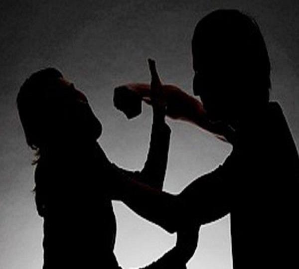 गवाही देने वाली पत्नी की पिटाई, 4 के खिलाफ मामला दर्ज