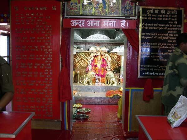 पाक के 3000 हजार बम भी न गिरा सके माता का ये मंदिर