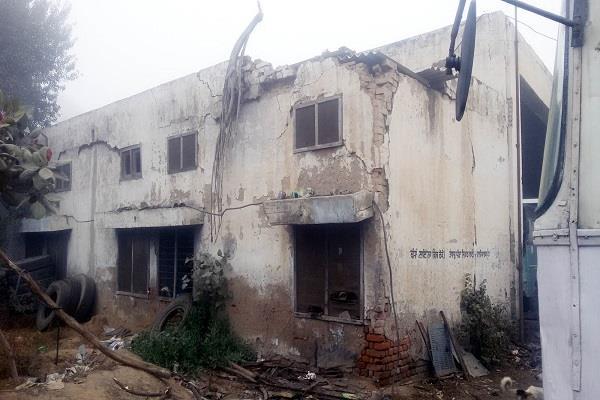 पंजाब रोडवेज डिपो की खंडहर बन चुकी इमारत के चलते घट सकता है बड़ा हादसा