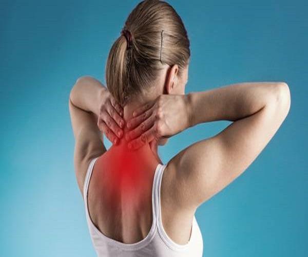 गर्दन की मोच निकालने के लिए करें ये आसान एक्सरसाइज