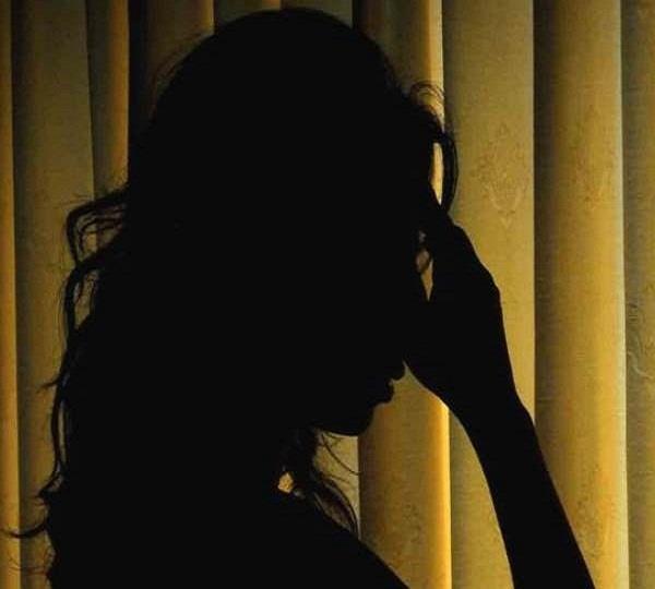 कालेज के छात्र ने विवाहिता को दी शारीरिक संबंध बनाने की धमकी