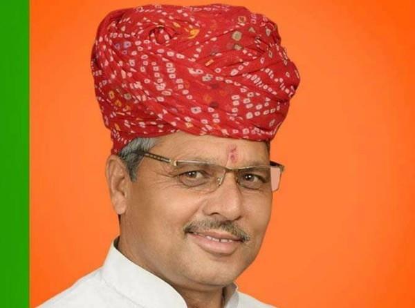 राजस्थान विधानसभा में BJP विधायक का बेटा बना चपरासी!, मचा बवाल