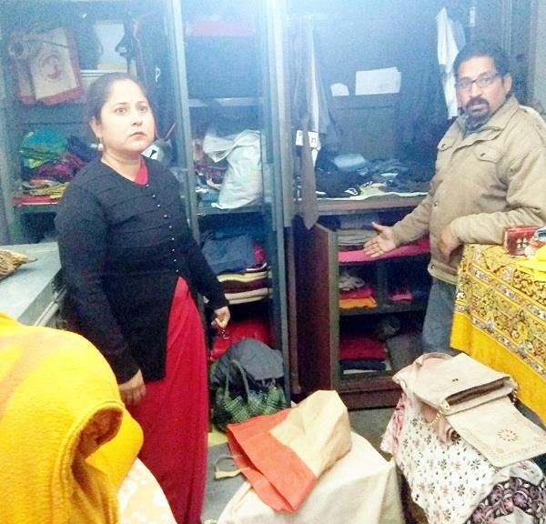 दिन-दिहाड़े घर से स्वर्ण आभूषण व नकदी चोरी