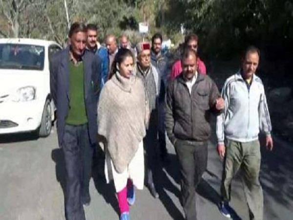 शिमला के टुटू में सफाई व्यवस्था पर मेयर ने लगाई अधिकारियों की क्लास