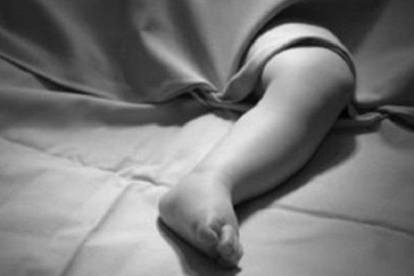 स्कूल बस की चपेट में आने से 2 वर्षीय बच्चे की मौत
