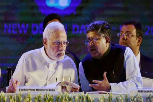 मीडिया के सामने आए SC के 4 जज, PM मोदी ने कानून मंत्री को किया तलब