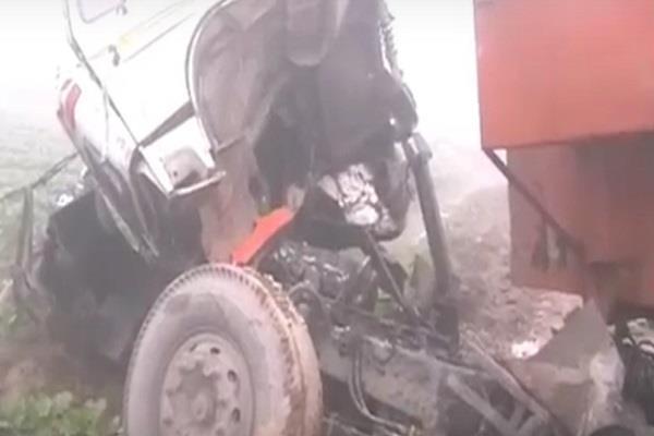 कोहरे के चलते आपस में भिड़े वाहन, कई लोग हुए घायल