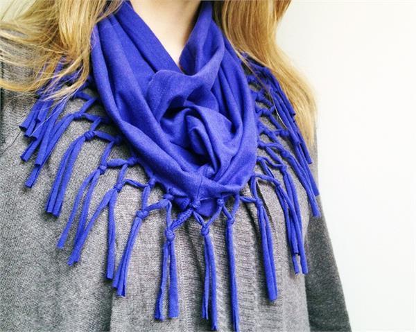 DIY Ideas: पुरानी टी शर्ट से बनाएं सुंदर फ्रिंज स्कार्फ