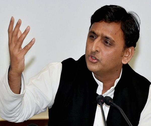 सपा कार्यकर्ता की गिरफ्तारी पर भड़के अखिलेश, कहा-कप्तान अपनी हैसियत में रहें