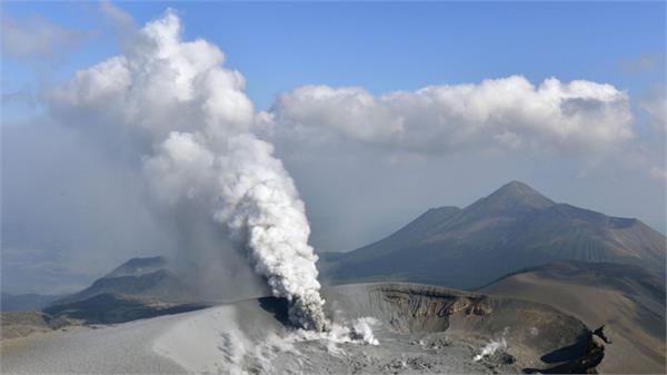 जापान में फटा ज्वालामुखी, अलर्ट जारी