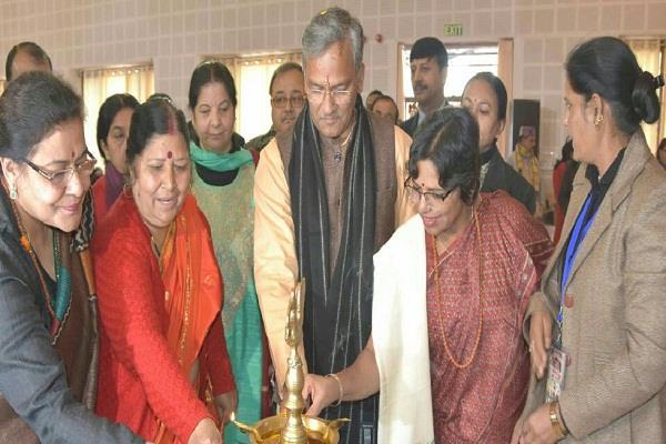 CM राज्य महिला आयोग द्वारा आयोजित समापन समारोह में हुए शामिल