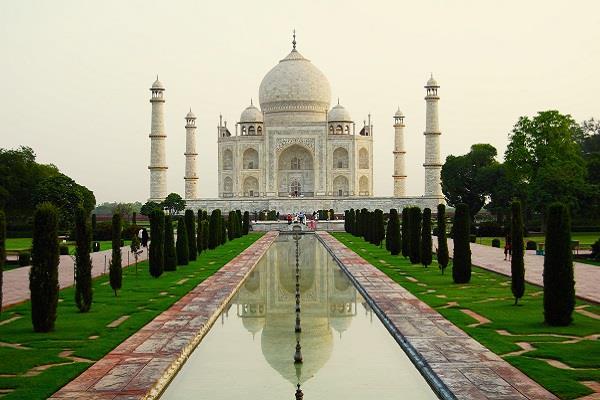 ताज महल का दीदार करना है तो पहले ही करवा लें टिकट की बुकिंग